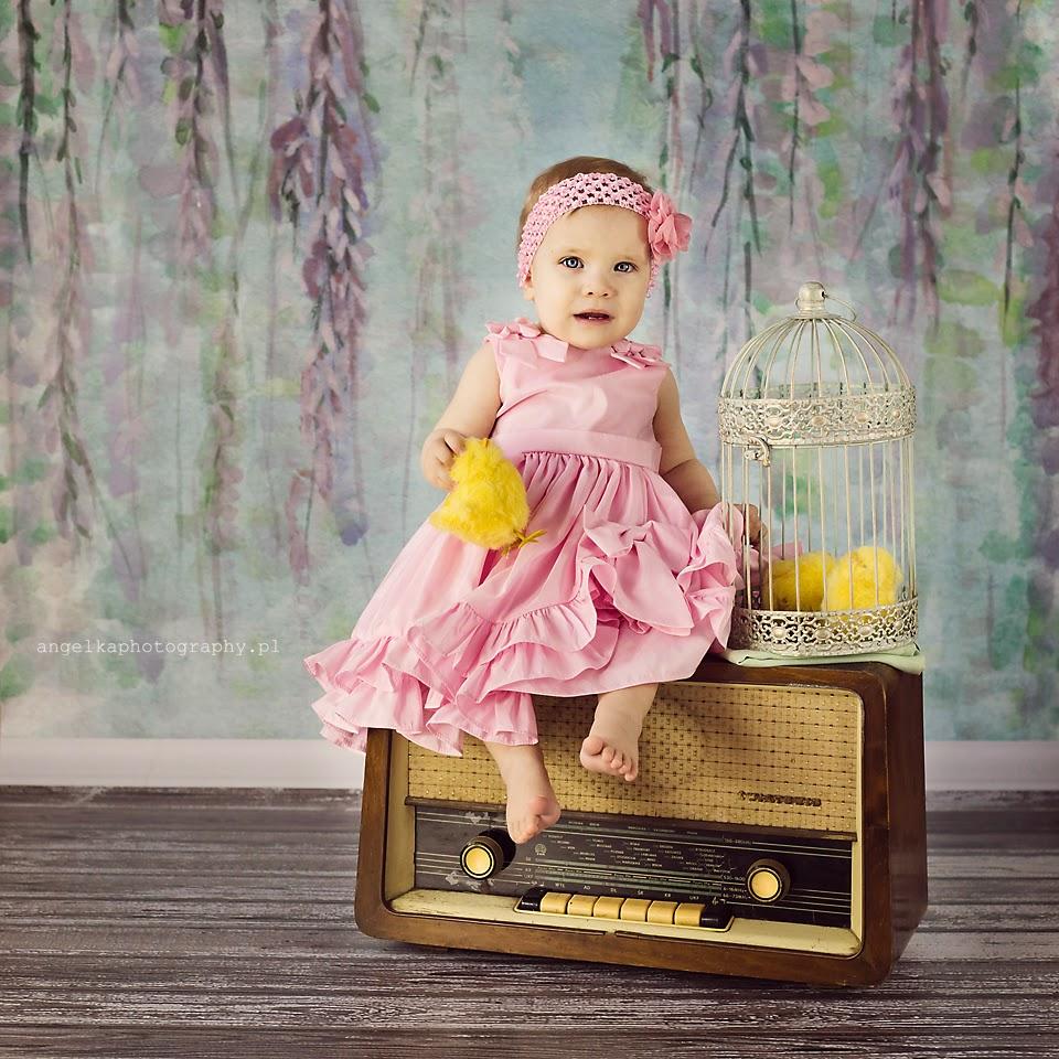 stare radio, radio prl, sesja wielkanocna dla dziecka warszawa, sesja wielkanocna, kurczaczek, zajaczek wielkanocny, kroliczek wielkanocny,