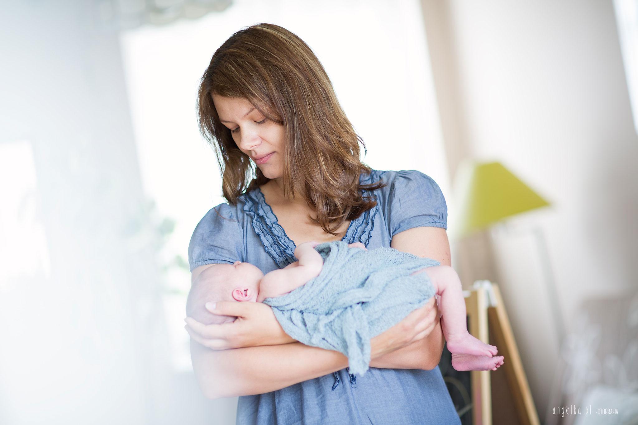 Marianka z mamą- sesja noworodkowa warszawa