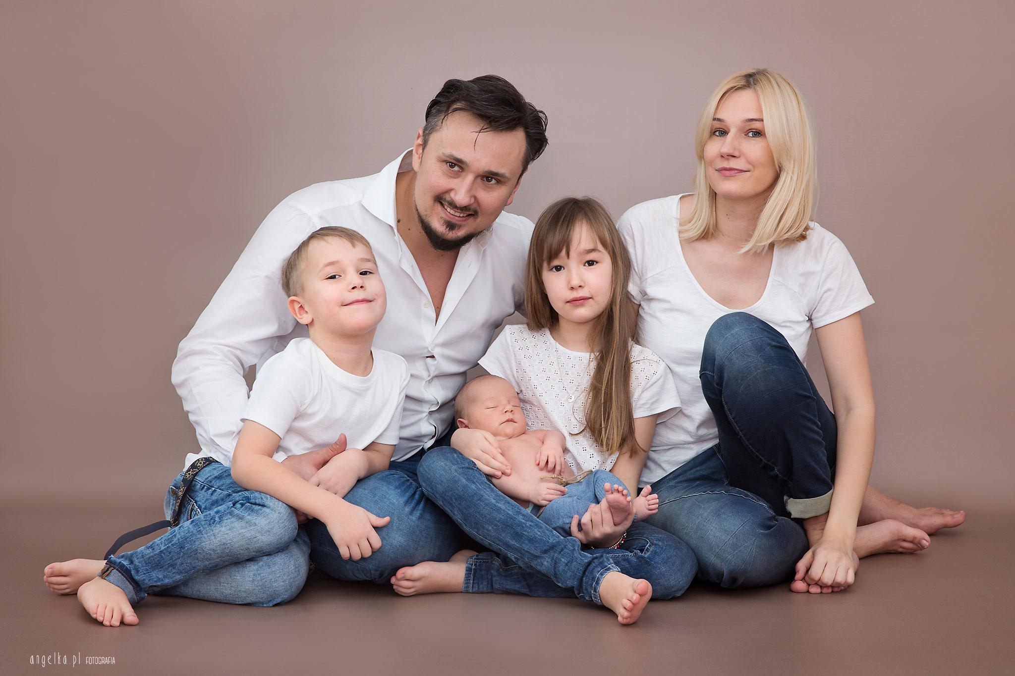 Leon sesja noworodkowa z rodzenstwem
