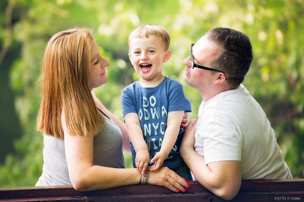 Natan z rodzicami - sesja brzuszkowa