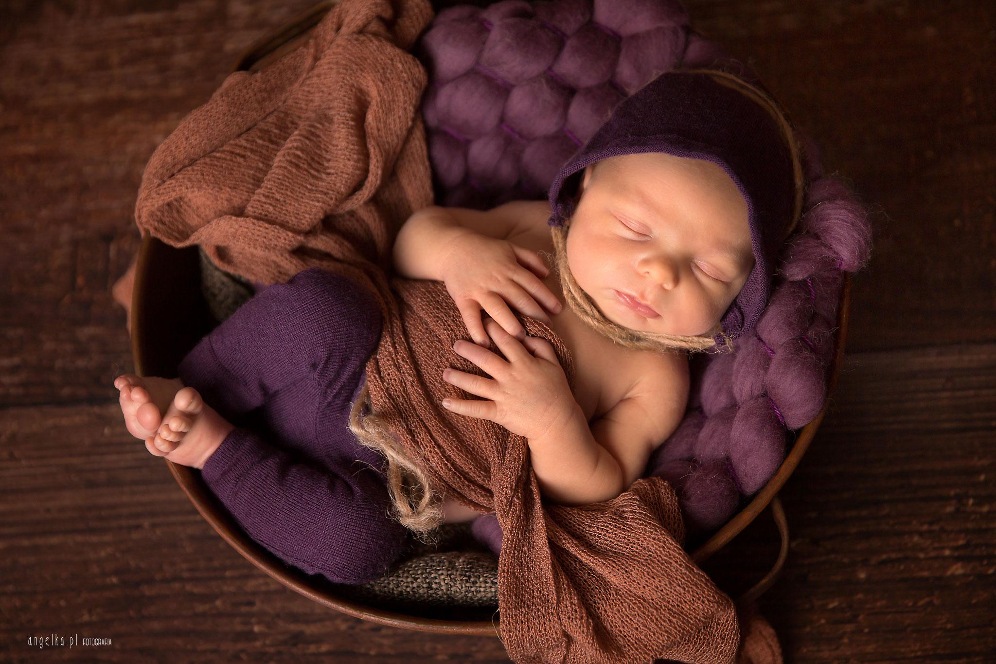 noworodek wfioletach