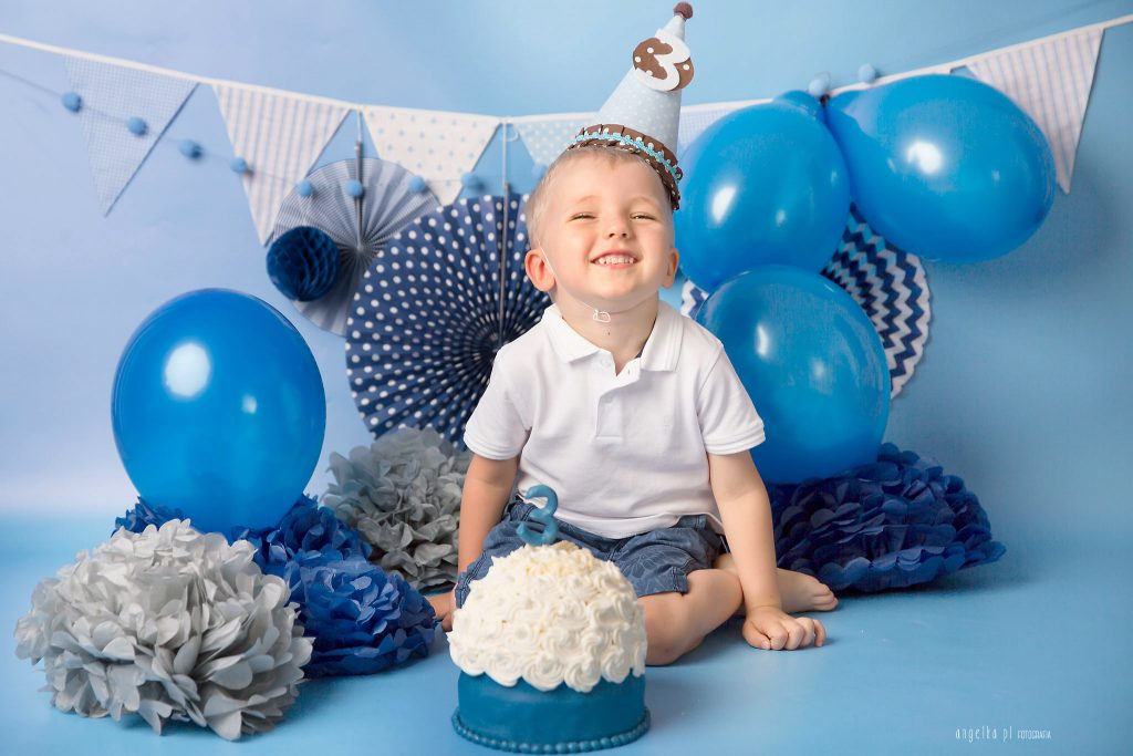 Aleksander 3 urodziny smash cake