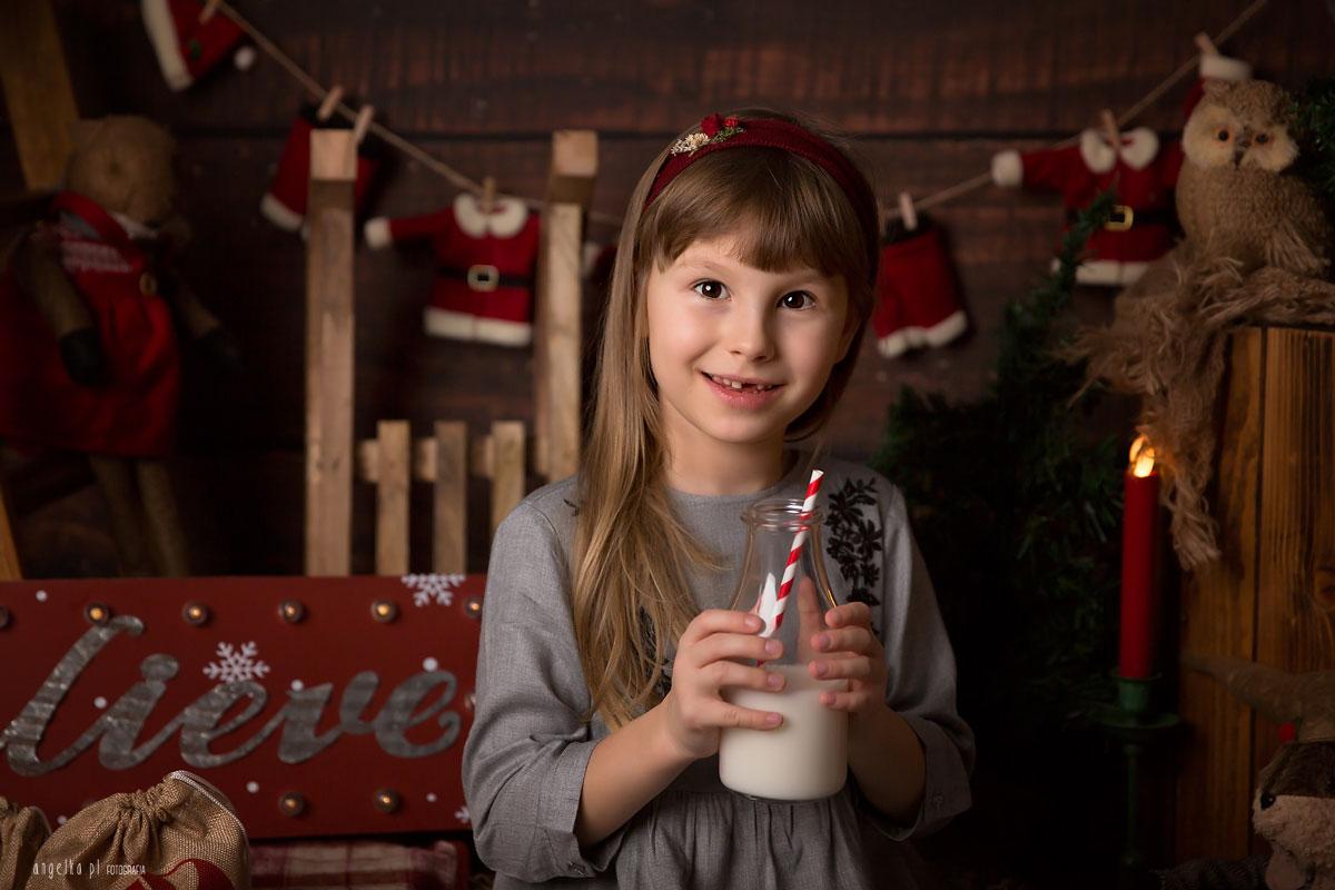 z butelką mleka nasesji