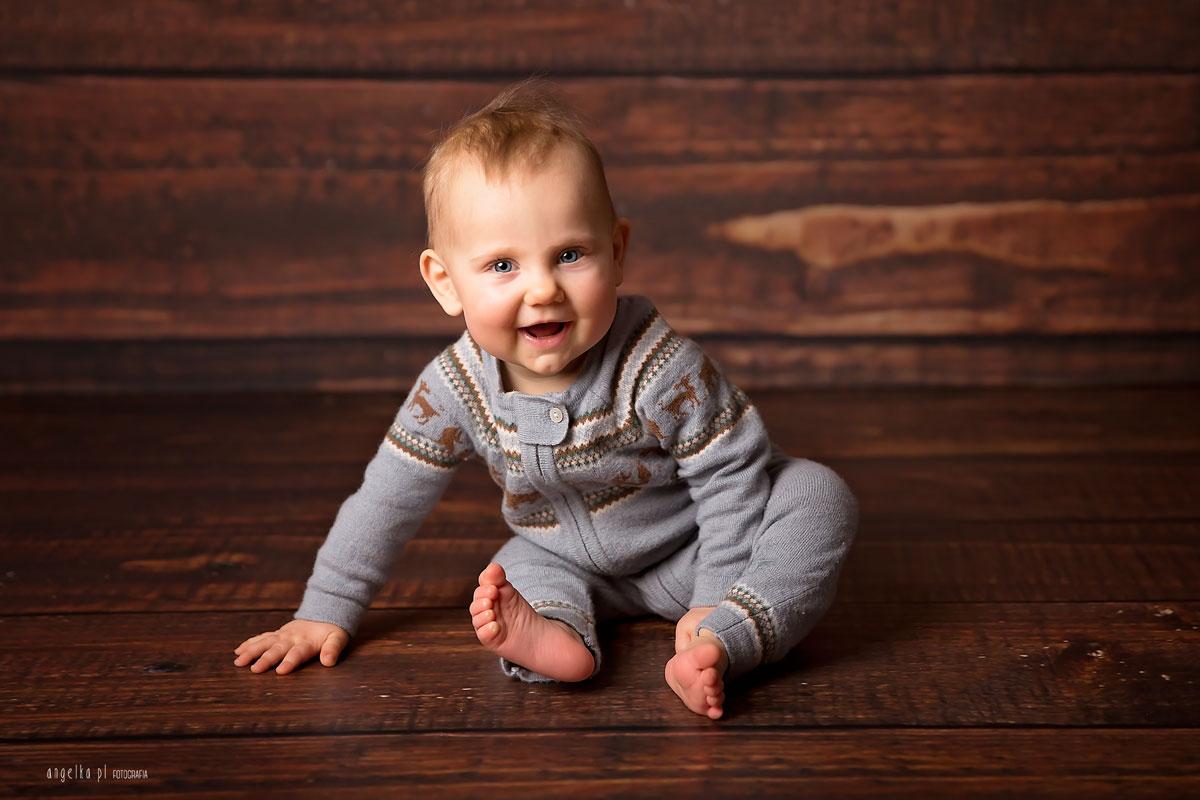 usmiechniety niemowlak