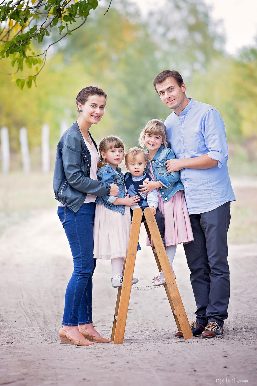 rodzina ztrojka dzieci nasesji