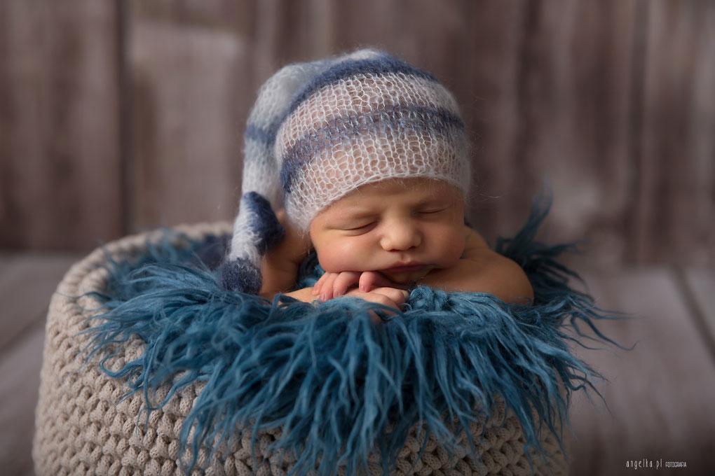 noworodek nabrzuszku